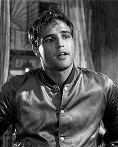 authentic fauxhemian - maudelynn: Marlon Brando in A Streetcar Named...