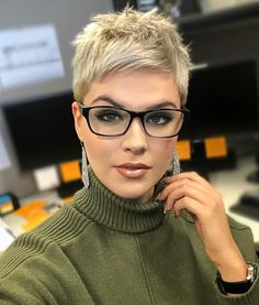 Pixie Haircuts: short long longer blonde very cute layered edgy medium textured undercut grey undercut pixie Short Sassy Haircuts, New Short Hairstyles, Short Hairstyles For Women, Edgy Haircuts, Blonde Haircuts, Women Pixie Haircut, Undercut Pixie Haircut, Blonde Pixie Haircut, Pixie Haircut Styles