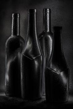 Thrill | light painting, light brush, long exposure, still life, bottle, drops, black and white, wine