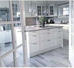 40 Elegant White Kitchen Design Ideas for Modern Home , Ruthless Elegant White Kitchen Design Ideas for Modern Home Strategies Exploited When it has to do with cabinets, they're a significant part every roo. Kitchen Room Design, Home Decor Kitchen, Interior Design Kitchen, New Kitchen, Home Kitchens, Interior Decorating, Kitchen Pantry, Appartement Design, Küchen Design