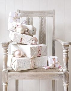✂ That's a Wrap ✂ diy ideas for gift packaging and wrapped presents - white christmas
