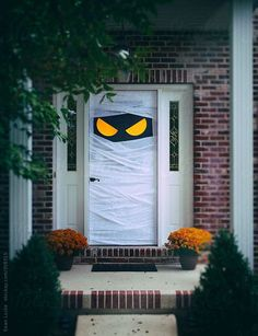 Here are the Scary Halloween Door Decorations. This article about Scary Halloween Door Decorations was posted under the Hallowen Decor category by our team at Halloween Designs, Halloween Tags, Halloween Drinks, Halloween Crafts, Halloween Veranda, Casa Halloween, Outdoor Halloween, Halloween Puerta, Halloween 2019