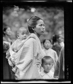 """""""Woman and baby"""" from the Sidney D. Gamble Collection, Duke University Librariesvhina c 1917 - Vintage Photos Women, Showa Era, Japanese History, Asian Kids, Kyoto Japan, Japan Art, Mother And Child, Still Image, Baby Wearing"""