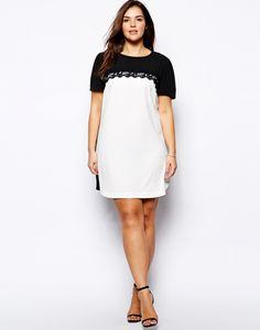 (Foto 5 de 25) Vestido corto en blanco y escote de encaje en negro de Asos Curve, Galeria de fotos de 25 vestidos cortos para mujeres un poco más gorditas