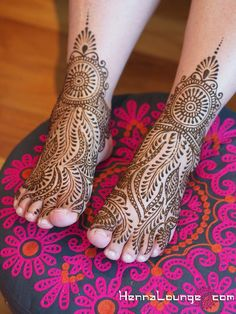 Old-school Rajasthani style feet | by HennaLounge