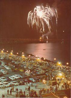 I fuochi d'artificio sul porto di Chiavari per i festeggiamenti di Ferragosto 1970. Fireworks in Chiavari on mid-August holiday. (Photo: Repetto, 1970) #Chiavari #Riviera #Liguria #Ferragosto #fireworks