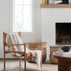 It's time to get cozy at home. With the world sheltered inside, as a means to help with the pandemic, here are sustainable home decor. Modern Blankets, Making Baskets, Decoration Inspiration, Minimalist Home Decor, Basket Decoration, Home Office Decor, Home Furniture, Home Goods, Interior Design
