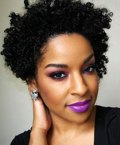 Lots of celebrities these days sport short curly hair styles, but some of them really stand out. When we think of curly short hair, the image of AnnaLynne Cabello Afro Natural, Pelo Natural, Natural Curls, Natural Lips, Maquillage Black, Short Curly Afro, Short Curls, Tight Curls, Curly Pixie