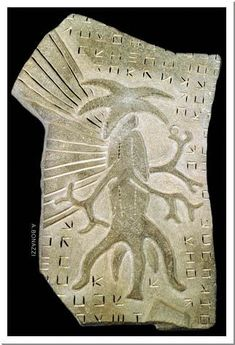 Relief carving returned from Miskatonic expedition to Antarctica. Aliens And Ufos, Ancient Aliens, Ancient History, Yog Sothoth, Lovecraftian Horror, Hp Lovecraft, Call Of Cthulhu, Alien Creatures, Arte Horror