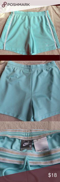 NIKE Athletic Shorts 💪🏼 Good condition, very comfortable. Nike Shorts Skorts