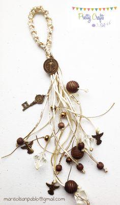 Bendición para puerta de San Benito Jewelry Tools, Jewelry Making, Ideas Bautizo, Catholic Crafts, Ring Tutorial, Beading Projects, Key Fobs, Handmade Flowers, Wooden Beads
