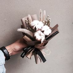 f ø l l ø w ↠ @ t a m i r a r a n i Dried Flower Arrangements, Dried Flowers, Paper Flowers, How To Wrap Flowers, How To Preserve Flowers, My Flower, Flower Art, Cotton Bouquet, Flower Installation