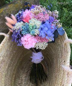 Ramo de novia con flores preservadas y secas como la hortensia, flor de arroz, paniculata, rosa de pitiminí.. Love Flowers, Beautiful Flowers, Wedding Flowers, Our Wedding, Dream Wedding, Flower Boutique, Bride Bouquets, Wedding Trends, Wedding Ideas