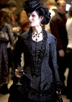 elder goth in full victorian regalia, I wish I could wear something like that! So gorgeous!