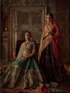 Find top trending and unique Sabyasachi Lehenga Designs for your dream bridal look. Best bridal lehenga designs by Sabyasachi for 2020 weddings. Sabyasachi Lehenga Bridal, Indian Bridal Lehenga, Indian Bridal Outfits, Indian Bridal Fashion, Indian Bridal Wear, Indian Designer Outfits, Wedding Outfits, Bollywood Saree, Bollywood Fashion