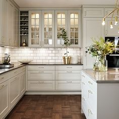White kitchen and wood: 25 Deco ideas for S 'Inspire - Kitchen Decor White Kitchen Cabinets, Kitchen Cabinet Design, Interior Design Kitchen, Kitchen Designs, Kitchen Countertops, Soapstone Kitchen, Kitchen White, Kitchen Backsplash, Kitchen Appliances