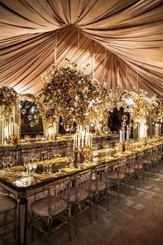 Go monochromatic on your wedding day by sticking to one color. This all gold design is stunning and will have your guests in awe of it's beauty.