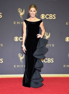 Julie Bowen in Alberta Ferretti...Wow, what a way to make a statement. Try different fabric & embellishments combinations for that ultimate bridal look.