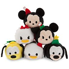 Mickey and Friends ''Tsum Tsum'' Holiday Mini Plush Collection I especially like the holiday Mickey and Minnie ones. Tsum Tsum Toys, Disney Tsum Tsum, Disney Plush, Disney Toys, Disney Stuff, Cute Disney, Disney Mickey, Mickey Mouse, Disney Magic