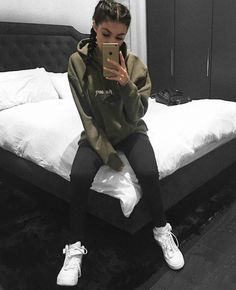 Inspirations of Kylie Jenner's Outfit for Your Casual Day - Femalikes Kylie Jenner Outfits, Trajes Kylie Jenner, Kylie Jenner Hoodie, Kendall Jenner, Sporty Outfits, Outfits For Teens, Athleisure Outfits, Nice Outfits, Ghetto Outfits