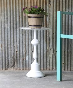 Side Table made from a Lamp (an easy upcycle idea) - Upcycled Crafts Upcycled Crafts, Diy Upcycled Lamp, Diy And Crafts, Repurposed, Upcycled Garden, Beach Crafts, Side Table Lamps, A Table, Side Tables