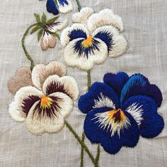 Hand Embroidery Patterns Flowers, Basic Embroidery Stitches, Silk Ribbon Embroidery, Crewel Embroidery, Hand Embroidery Designs, Embroidery Techniques, Cross Stitch Embroidery, Embroidery On Clothes, Crafts