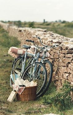 .Bicycles are a great way to go about on a picnic.  I think I will plan this with the hubby pretty soon <3 Greak workout too!