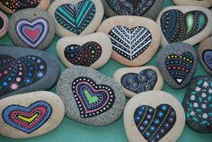 Painted stones - heart hand painted rocks, colorful painted hearts on sea pebble, meditation Pebble Painting, Dot Painting, Pebble Art, Stone Painting, Pebble Stone, Rock Painting Ideas Easy, Rock Painting Designs, Painted Rocks Kids, Painted Stones
