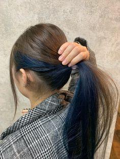 Color interior Winter Long Mode | Atelier Spica -Hair & Make- Under Hair Dye, Under Hair Color, Hidden Hair Color, Hair Color Streaks, Hair Dye Colors, Hair Color Blue, Peekaboo Hair Colors, Blue Peekaboo Highlights, Hair Color Asian