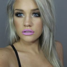 Dye your hair simple & easy to ombre lilac hair color - temporarily use ombre lilac hair dye to achieve brilliant results! DIY your hair lilac ombre with hair chalk Pelo Color Gris, Pelo Color Plata, Beauty Trends, Beauty Hacks, Beauty Secrets, Diy Your Hair, Popsugar, Pelo Multicolor, Silver Grey Hair