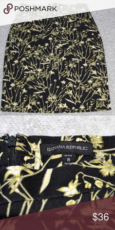 NWOT Banana Republic Floral Pencil Skirt Sz 8P 39% cotton 56% rayon 5% spandex.  Length about 22.5 inches. Banana Republic Skirts Pencil