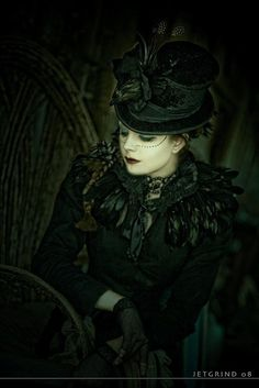 THE CARRION - Coque Feather Collar