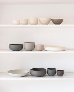 Great Images pottery bowls shapes Style -Shop Updated- I've selected twenty pieces from the last month of making, some new shapes/colours Ceramic Tableware, Ceramic Bowls, Ceramic Art, Kitchenware, Pottery Bowls, Ceramic Pottery, Pottery Wheel, Pottery Mugs, Objet Deco Design