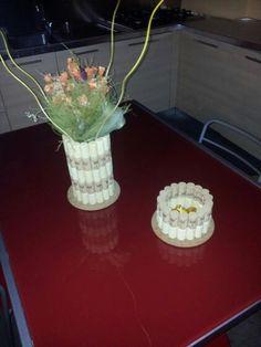 Portafiori e portacioccolatini di tappi con base di sughero