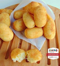rice and potato croquettes Finger Food Appetizers, Appetizer Recipes, Almond Paste Cookies, Arancini Recipe, Italian Potatoes, Potato Croquettes, Mini Foods, Vegan Treats, Easter Recipes