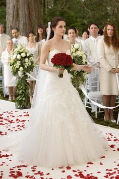 Bella Swan Wedding Dress In Her Dream Twilight Film, Twilight Saga Series, Twilight Quotes, Twilight Edward, Twilight Breaking Dawn, Twilight Pictures, Twilight New Moon, Breaking Dawn Wedding, Breaking Bad