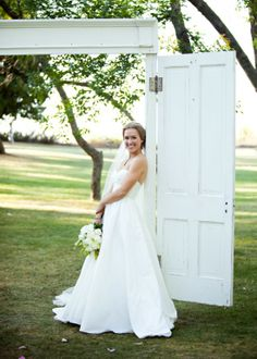 such a great idea for the entrance to an outdoor ceremony : photo by www.melaniereyesphotography.com