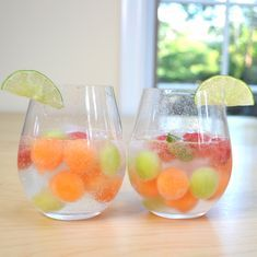 Easy Melon Ball Sangria – Refreshing and delicious melon ball sangria, the mos. - Easy Melon Ball Sangria – Refreshing and delicious melon ball sangria, the mos. Snacks Für Party, Party Drinks, Cocktail Drinks, Fun Drinks, Healthy Drinks, Alcoholic Drinks, Luau Snacks, Beverages, Vodka Drinks