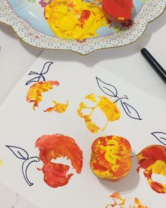 Apple Printing –  A really simple apple craft tutorial for apple printing. Fall crafts are the best!