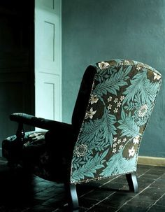 5 Ways To Bring The Moody Floral Trend Home -