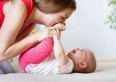 Desenvolvimento dos 0 aos 12 meses: dicas para brincar com seu bebê