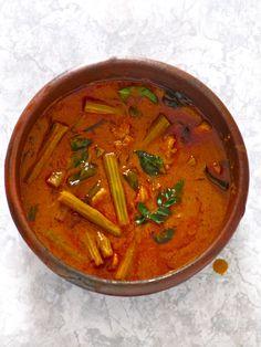 Plateful: Kerala Prawn and Drumstick Curry — Chemmeen Muringakka Curry Read Recipe by bhatankar Prawn Recipes, Curry Recipes, Fish Recipes, Vegetable Recipes, Recipies, Prawn Curry, Fish Curry, Egg Curry, Sri Lanka
