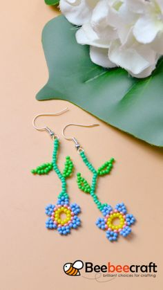 2 tutorials on how to make with Beaded Flowers Patterns, Seed Bead Patterns, Beaded Jewelry Patterns, Beading Patterns, Bracelet Patterns, Seed Bead Jewelry, Bead Jewellery, Beaded Crafts, Jewelry Crafts