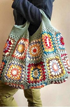 those crochet granny squares from odd wool balls to great use with this insp. Put those crochet granny squares from odd wool balls to great use with this insp., Put those crochet granny squares from odd wool balls to great use with this insp. Sac Granny Square, Point Granny Au Crochet, Granny Square Crochet Pattern, Crochet Stitches, Crochet Squares, Square Blanket, Granny Square Projects, Crochet Blocks, Beau Crochet