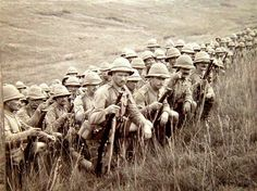 Lancashire Fusiliers at Gallipoli await the order to attack Anzac Soldiers, Ww1 Soldiers, World War One, Old World, British Army Uniform, British Armed Forces, Age Of Empires, British Colonial, African History