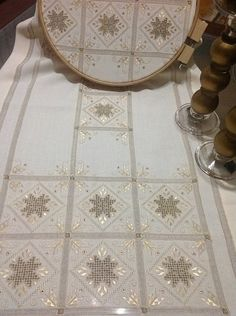 Irmgard Maxwell's media content and analytics Types Of Embroidery, Learn Embroidery, Embroidery Patterns Free, Hand Embroidery, Embroidery Designs, Book Crafts, Hobbies And Crafts, Broderie Bargello, Wedding Dresses With Flowers