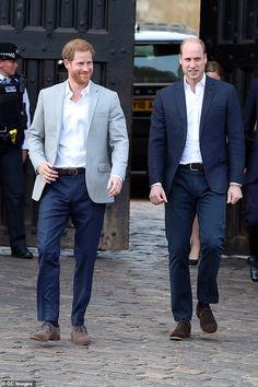 Prince William And Harry, Prince Harry And Megan, Prince Charles, Beach Blonde, British Royal Family News, Body Positivity, Diana Williams, Prinz Harry, Princes Diana