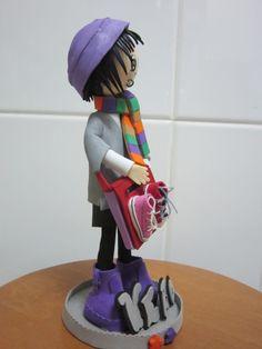 Fofucha personalizada totalmente elaborada en goma eva, y pintada a mano. Detalle de sombrero, botas. bolso.... elenamartinlopez.blogspot.com