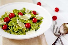 Cheesy Spinach Pesto Pasta - insockmonkeyslippers.com