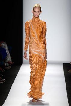 How beautiful is this dress?! Carolina Herrera - New York Fashion Week Primavera 2014